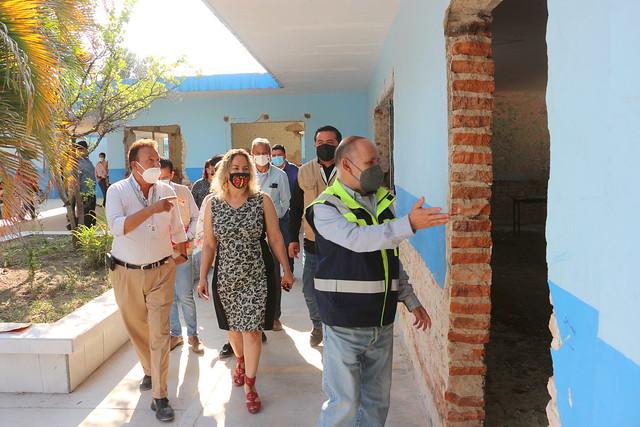Renuevan Escuela Primaria en Santa Cruz de Las Flores