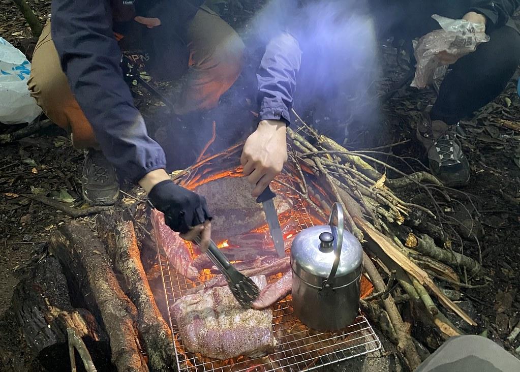 部分登山愛好者喜歡升起營火煮食。攝於宜蘭山區。攝影:李蘇竣