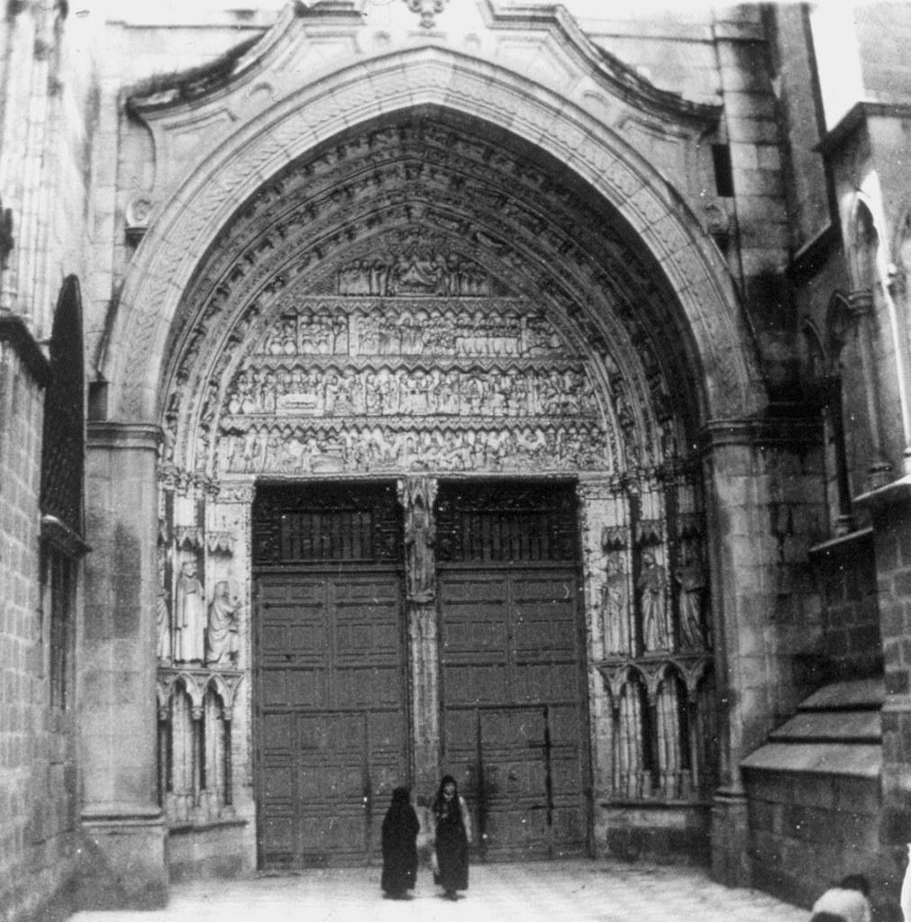 Puerta del Reloj de la Catedral en los años 20. Fotografía de Daniel Dufol Álvarez
