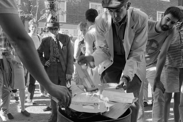 Burning Poll Tax Demands, Cromer St, Kings Cross, Camden, 1990, 90-7a-14