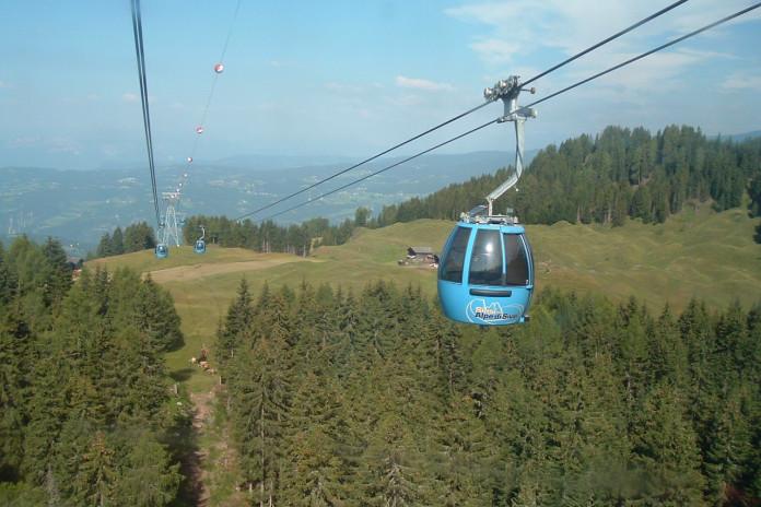 Seiser Alm Bahn: lanovka superlativů na největší horskou louku Dolomit