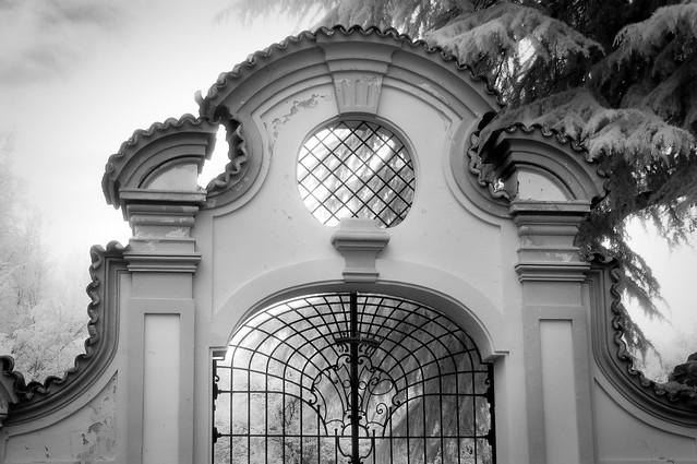Baroque gate