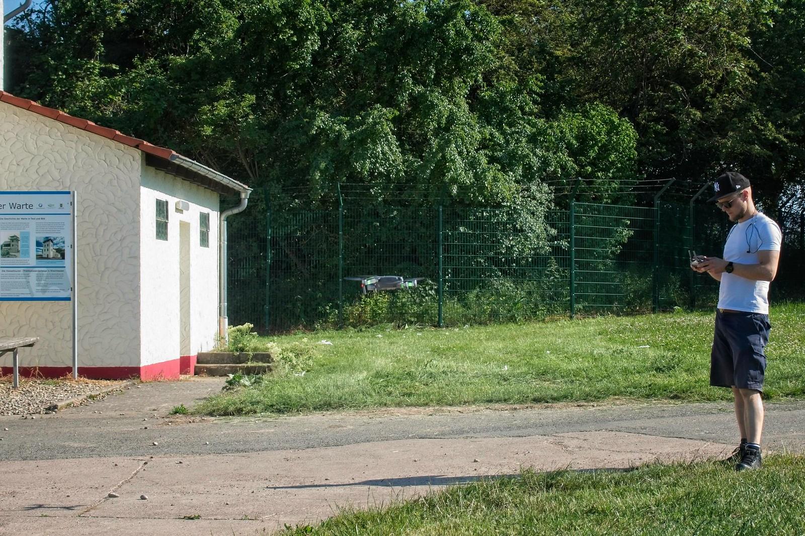 Filmdreh mit Drohne auf Hiwweltour Stadecker Warte in Rheinhessen