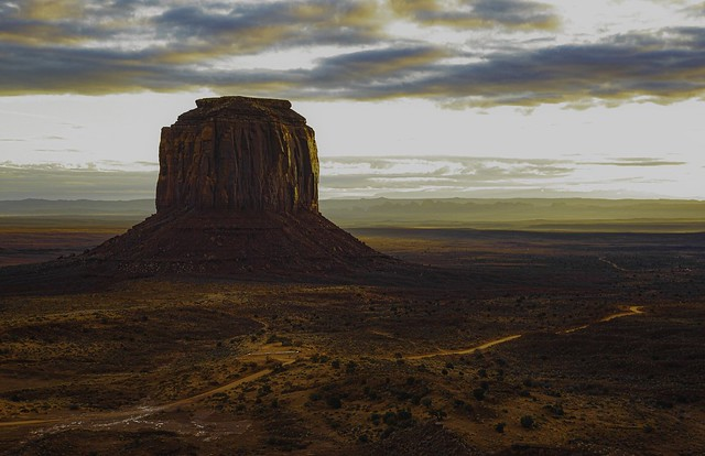 Monument Valley: ribbons and mist