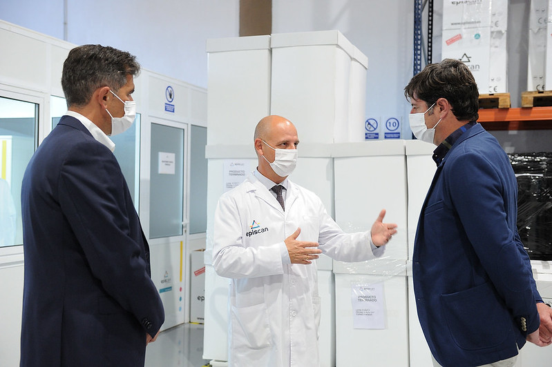 Visita de Emilio Navarro, Alcalde de Santiago del Teide y Juan Miguel Olivera, Concejal del Ayuntamiento de Candelaria