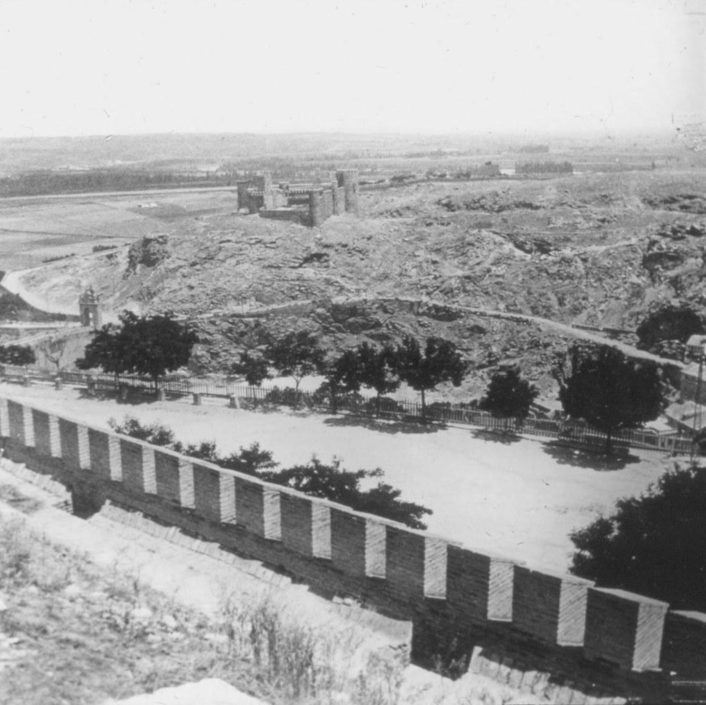 Vista de Toledo desde la zona del Alcázar en los años 20, fotografía de Daniel Dufol Álvarez
