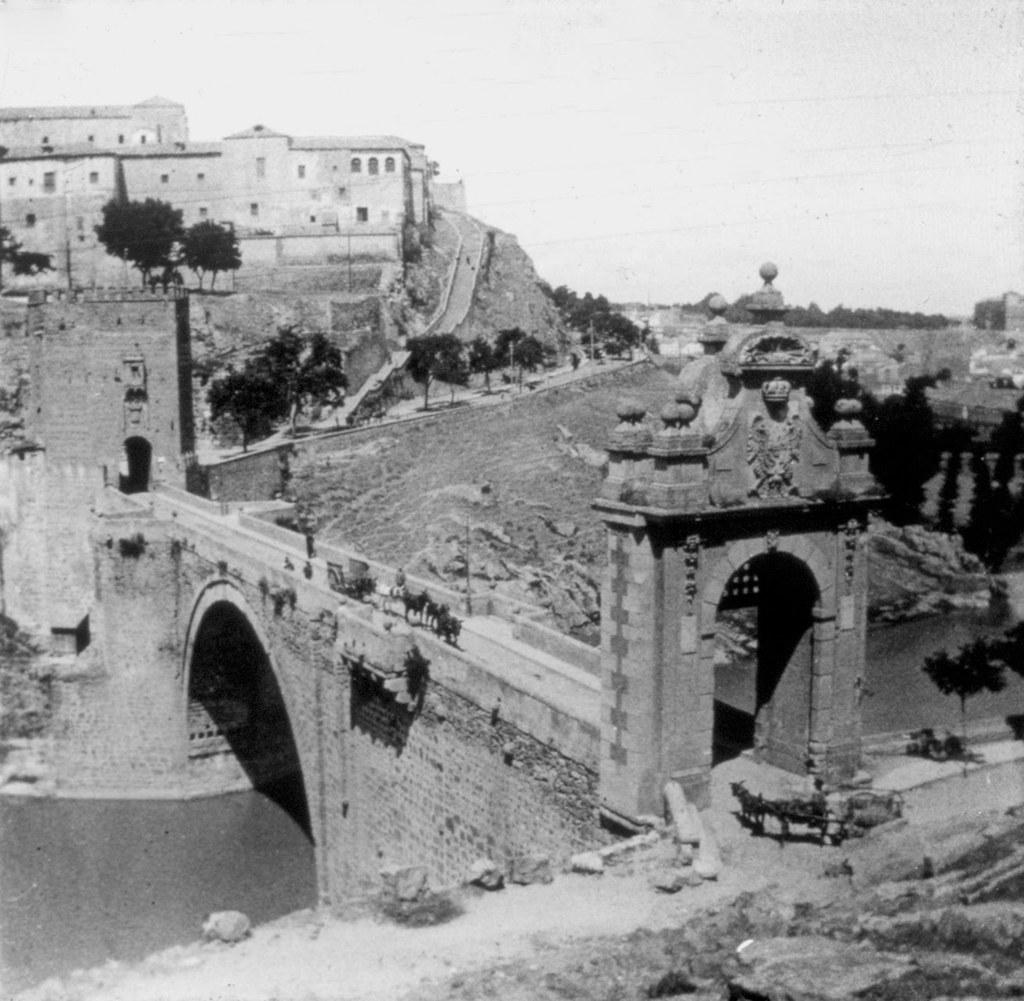 Puente de Alcántara en los años 20. Fotografía de Daniel Dufol Álvarez