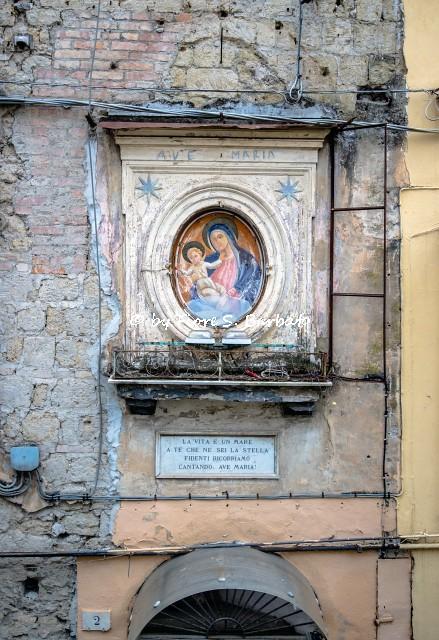 Napoli (NA), 2021, Edicola votiva dedicata alla Madonna della Stella in Piazzetta della Stella.