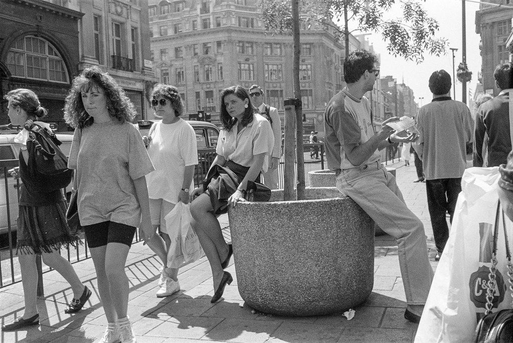 People, Oxford St, Westminster, 1990, 90-714-22