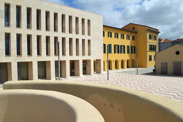 """Livorno, tra gli edifici dell'ex stabilimento balneare """"Scoglio della Regina"""""""