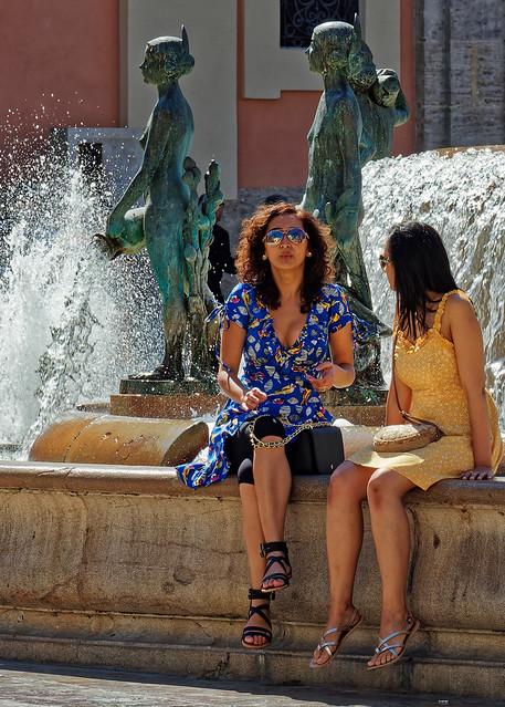 Candid (Fountain Sitting) Plaza de la Virgin (Valencia) (Cropped)  Olympus OM-D EM1.2 & M.Zuiko 12-100mm F4 Pro Zoom