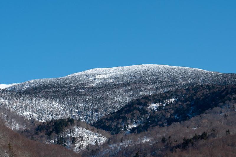 西吾妻山が見える