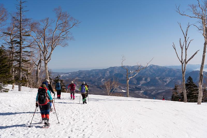 西吾妻山から下山する