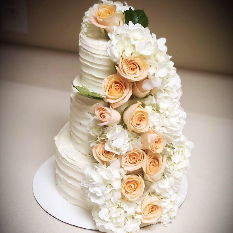 Cake by Capri's Confections