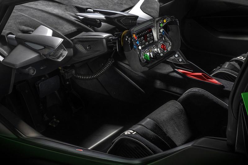 2021-Lamborghini-Essenza-SCV12-9