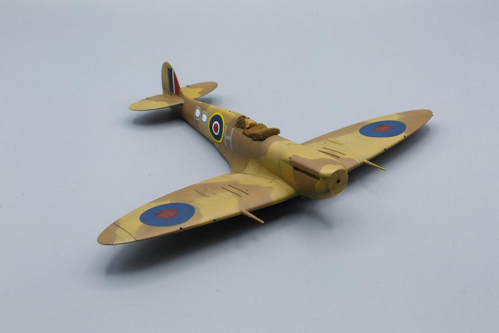 Spitfire mk.Vb Trop tamiya 1/48 lettres-codes.