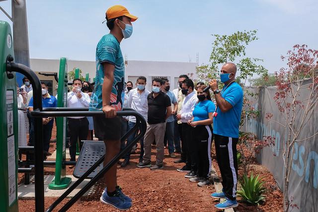 Inauguran gimnasio al aire libre en el Chivabarrio
