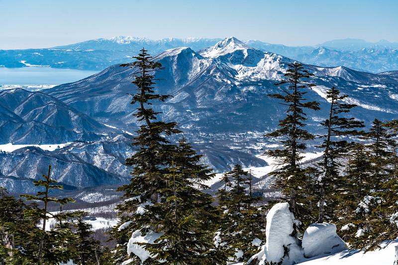 冬の磐梯山が見える