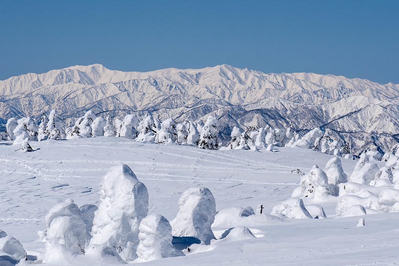 西吾妻山の樹氷と飯豊山