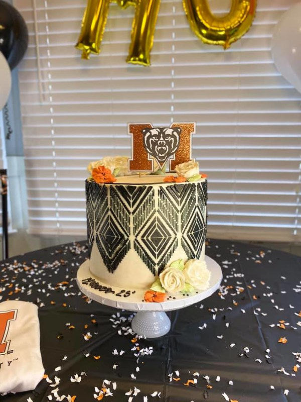 Cake by Holy Macaron