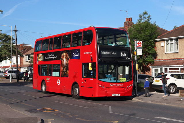 Route 696, London United, ADE40456, YX62BJF