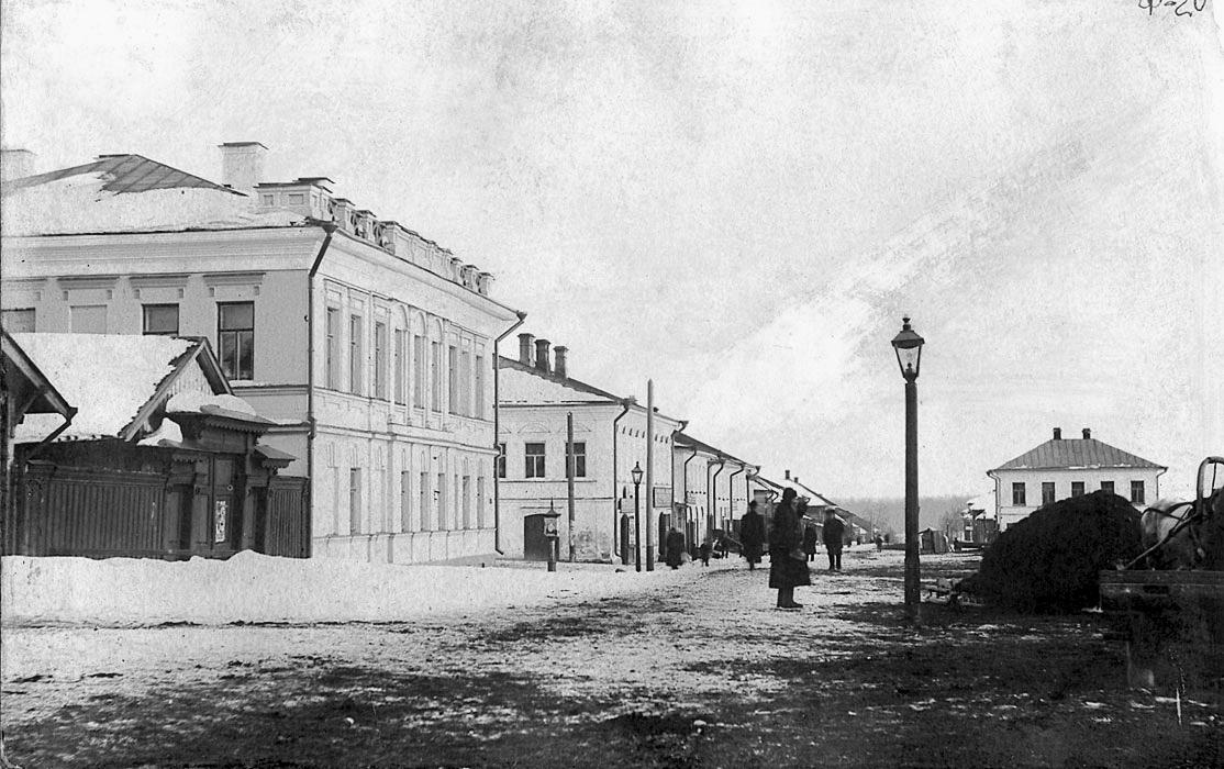 Костромская улица. Слева - уездная Земская управа