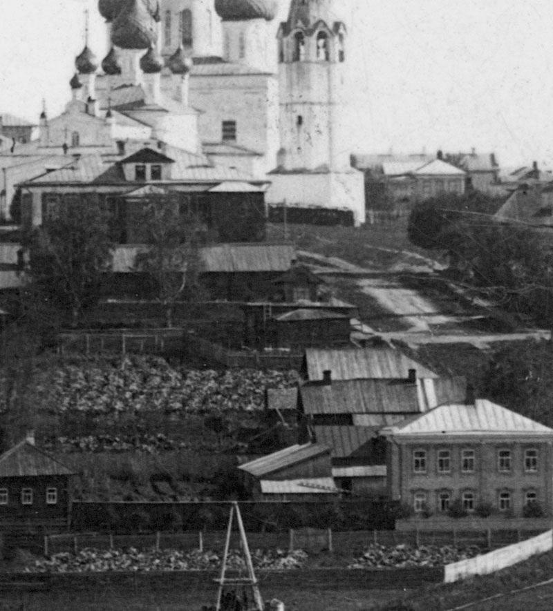 Воскресенская улица. Вид в сторону церкви Смоленской иконы Божией Матери и Воскресенского собора