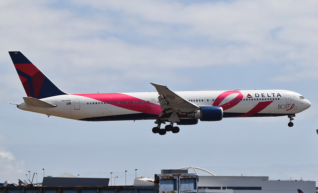Delta Airlines Breast Cancer Research Foundation Livery (BCRF Livery) 767-432(ER) (N845MH) LAX Approach 3