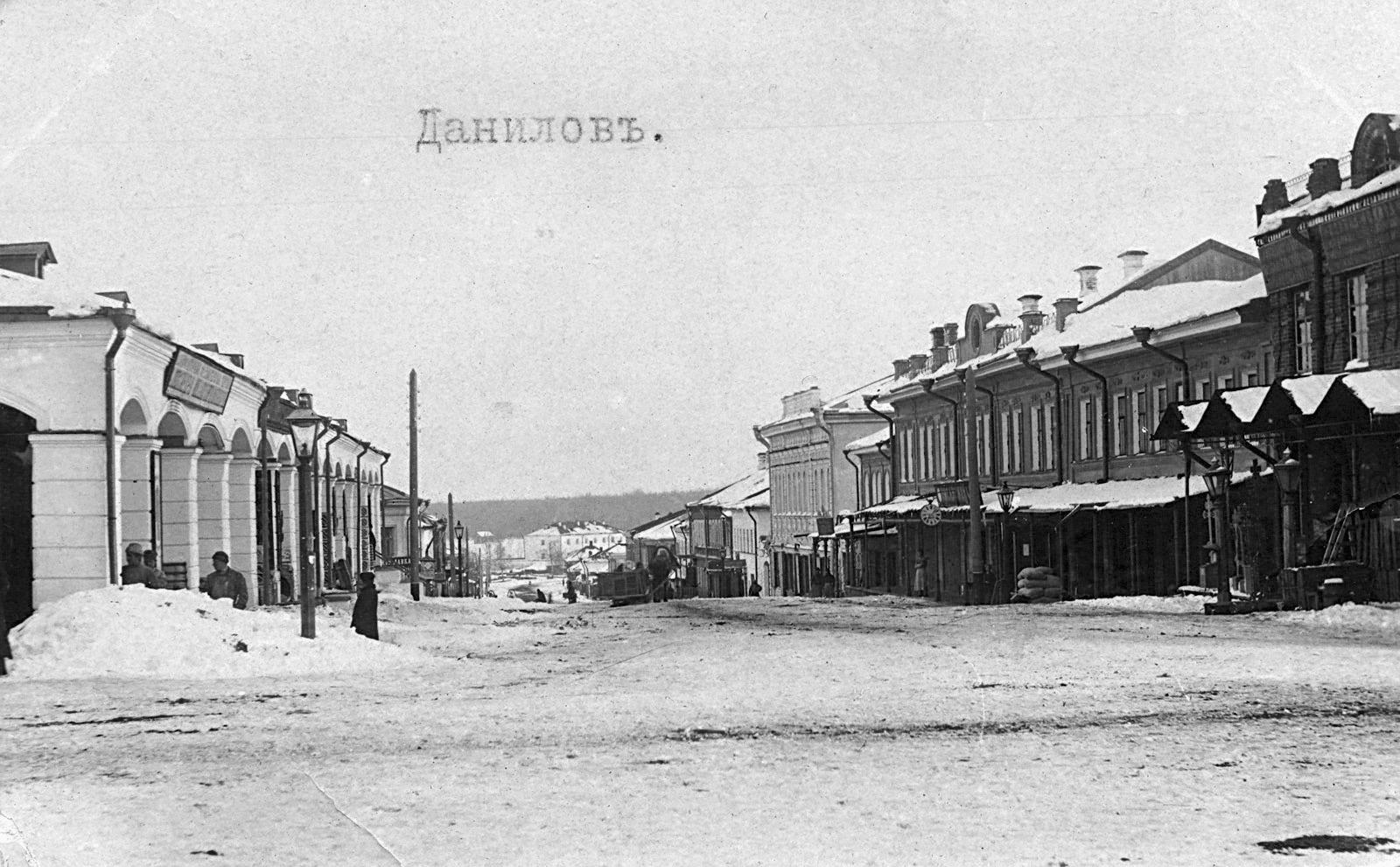 Ярославская улица. Слева - дом 19 (Торговые ряды).