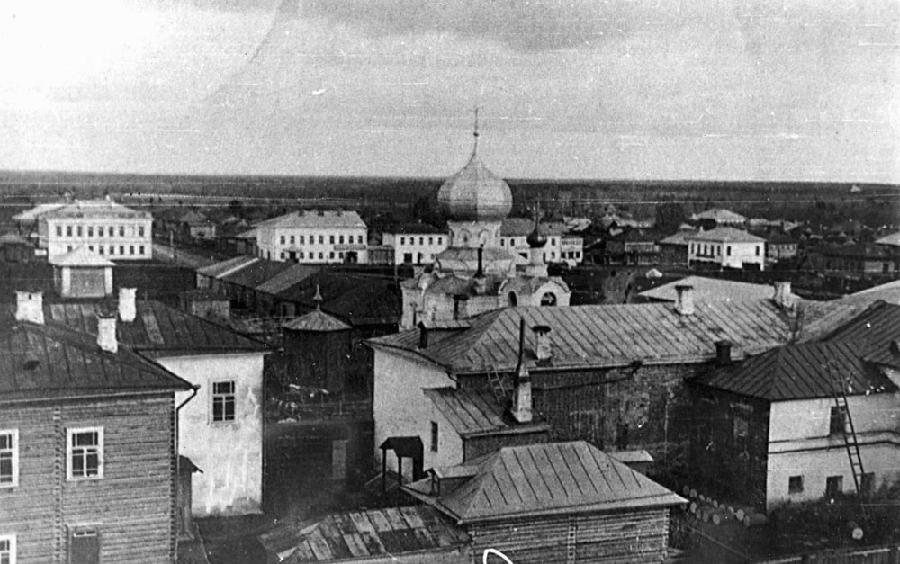 Вид с пожарной каланчи в сторону церкви Николая Чудотворца