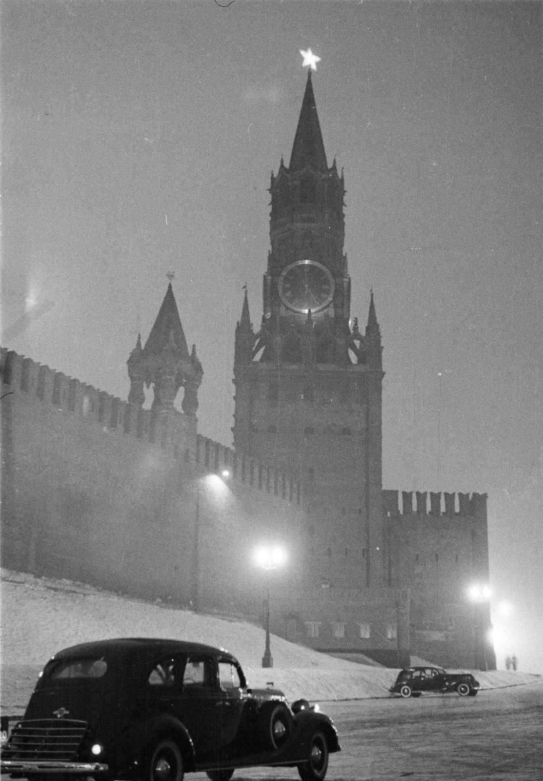 1938. Спасская башня Кремля. Зима