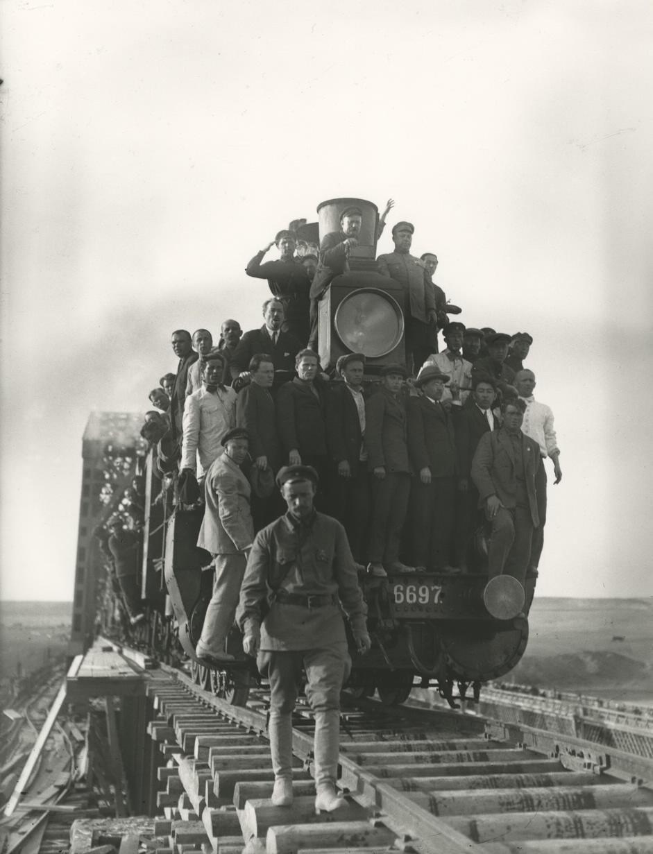 1930. ТУРКСИБ. Пересечение первым поездом стыка. Поют «Интернационал». 28.04.