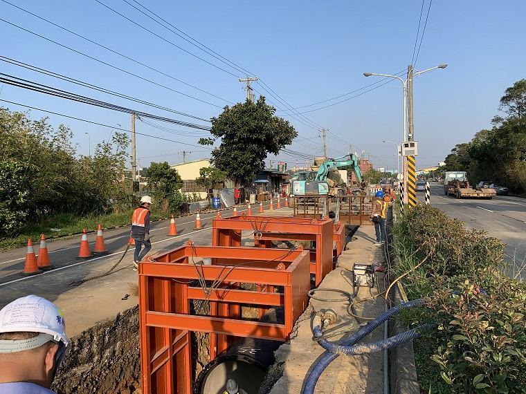 桃園支援新竹備援幹管明挖工程。圖片來源:經濟部水利署