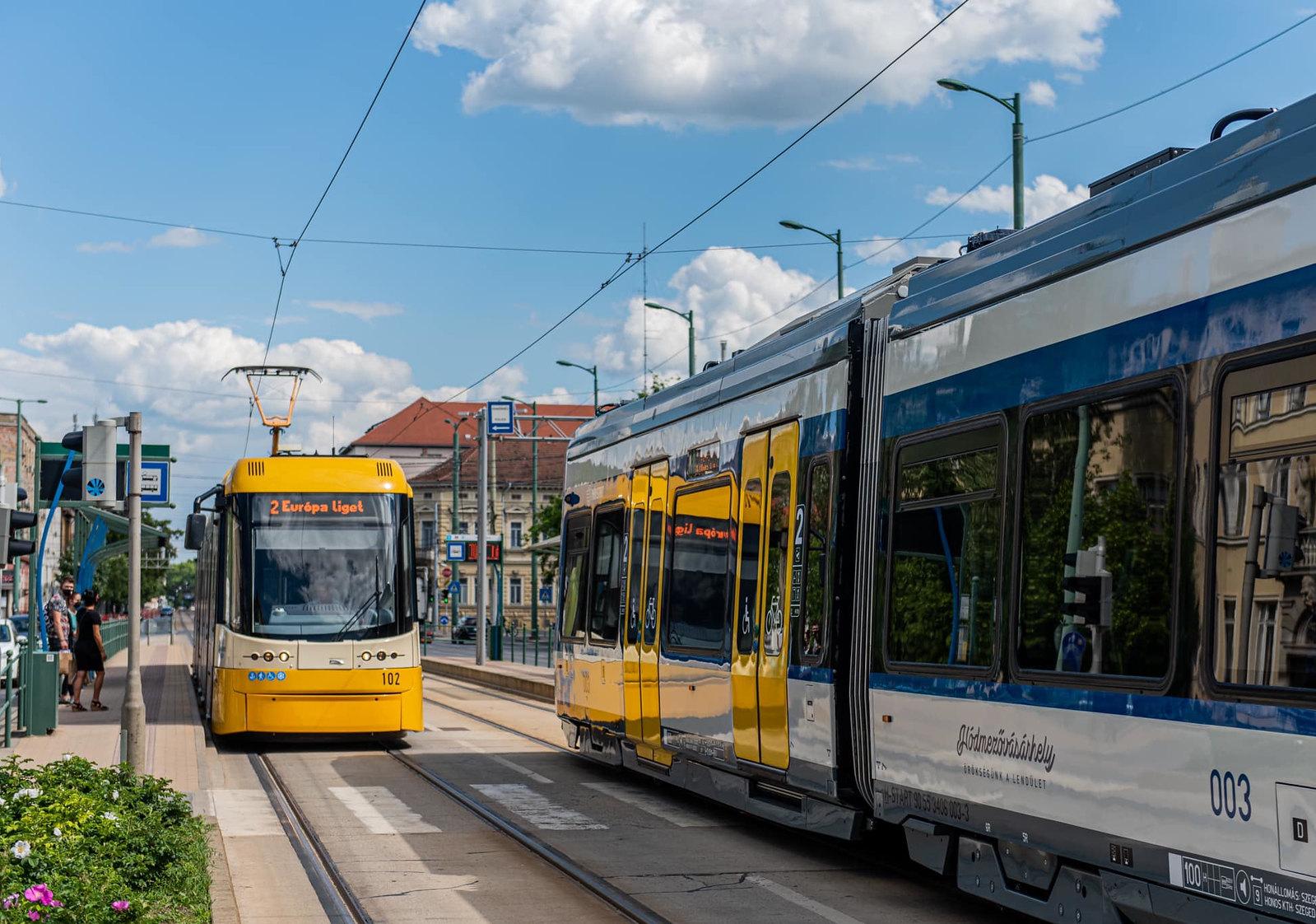 A 4-es villamos is tram-traint kaphat, de akár új villamosvonal is épülhet Szegeden