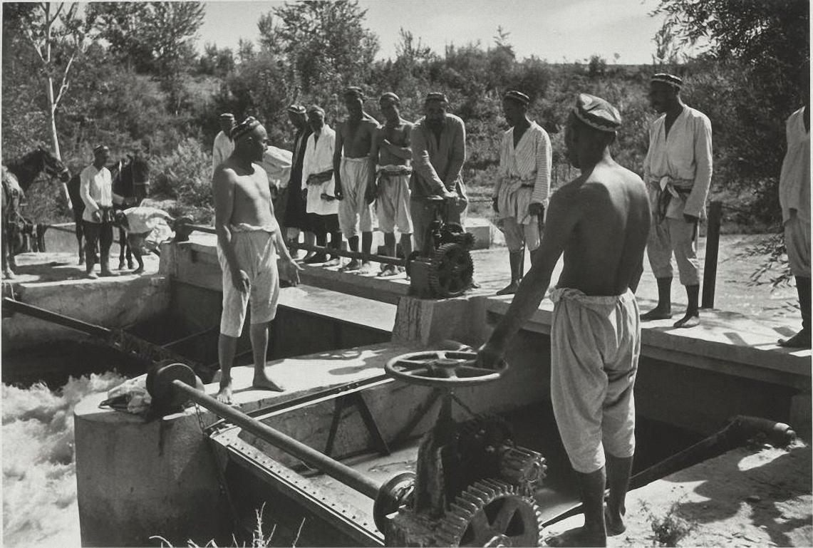 1939. Большой Ферганский канал им. Сталина. На плотине