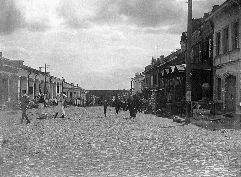 Ярославская улица. Слева - дом 19 (Торговые ряды)