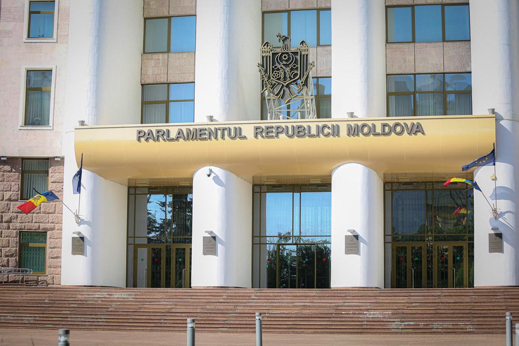 09.06.2021 Drapelul Republicii Moldova de pe clădirea Parlamentului a fost coborât în bernă, în memoria lui Iurie Sadovnic