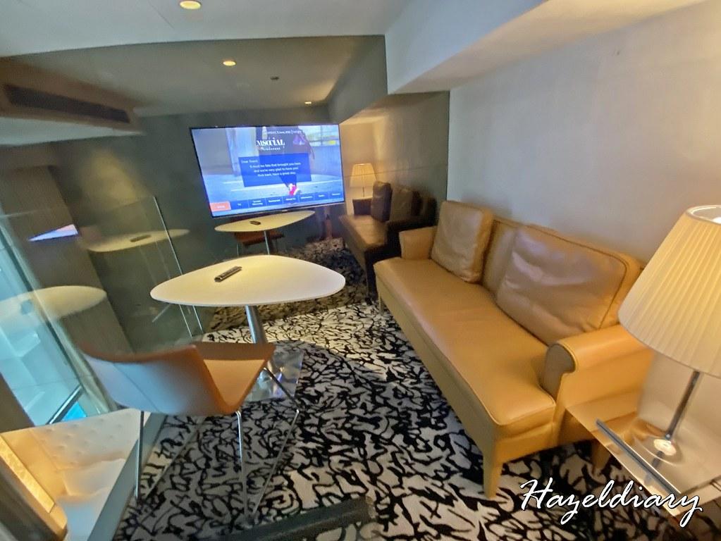 M Hotel Singapore- Loft Gallery Room 1