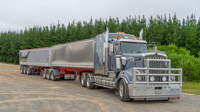 A BIG RIG Kenworth at Nelson on the South Australian Border
