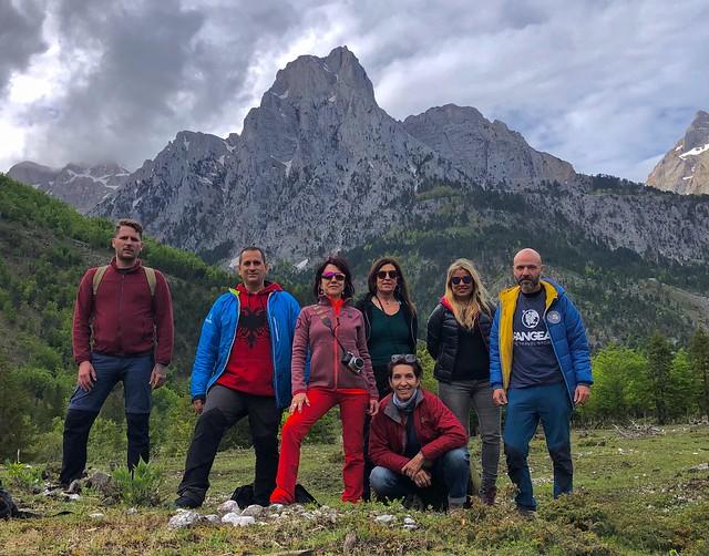 El equipo de viajeros a Albania en el valle de Valbona