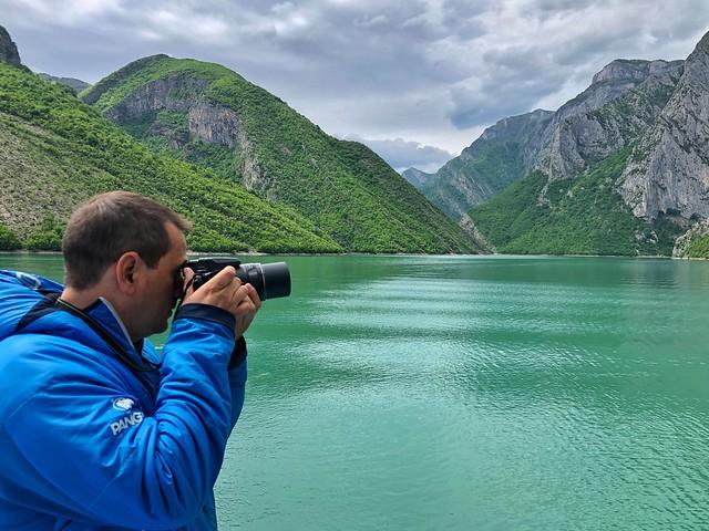 Sele en el Lago Koman (Albania)