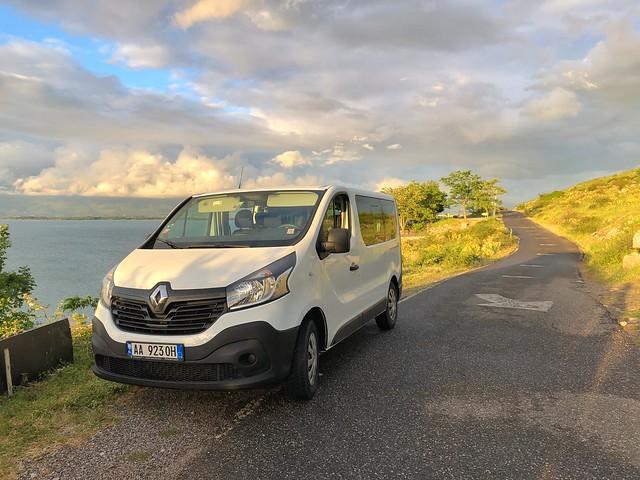 Este fue nuestro vehículo para viajar por las carreteras de Albania