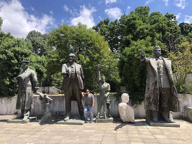 Estatuas comunistas en Tirana (Albania)