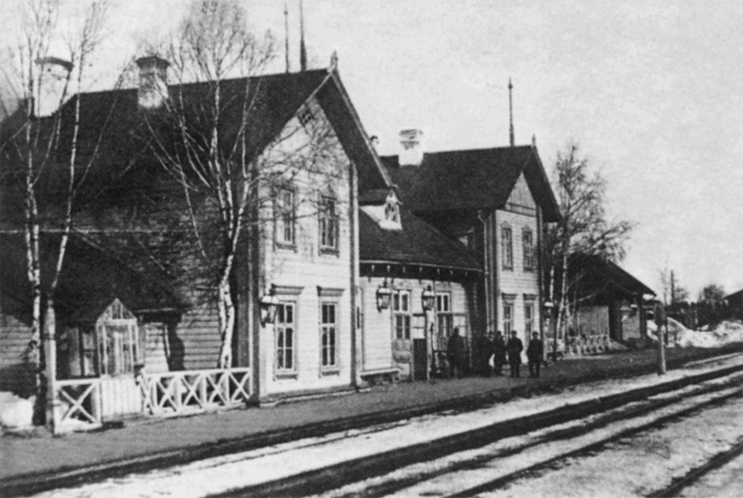 Станция Данилов. Железнодорожный вокзал.