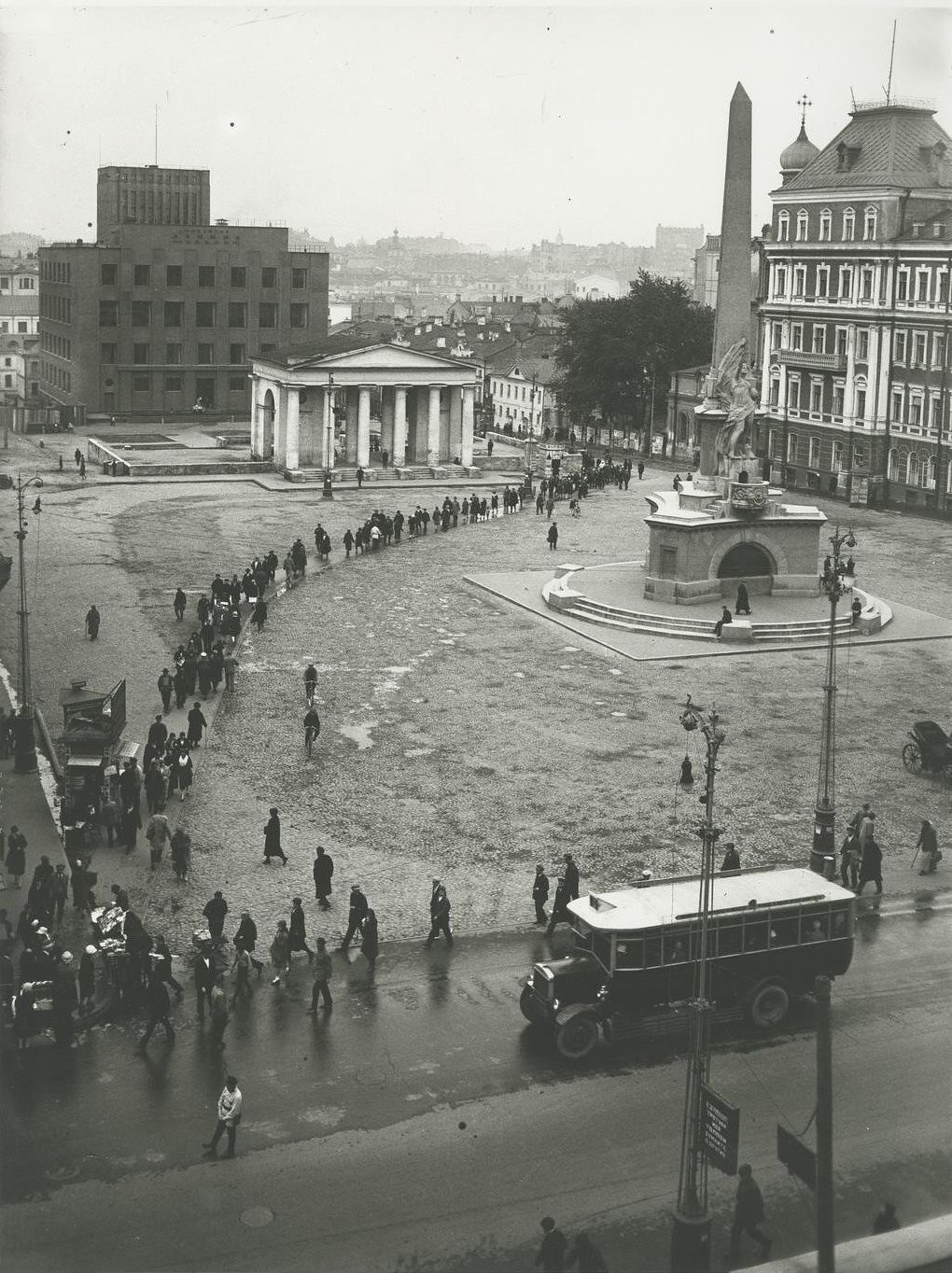 1927. Советская площадь с монументом Свободы
