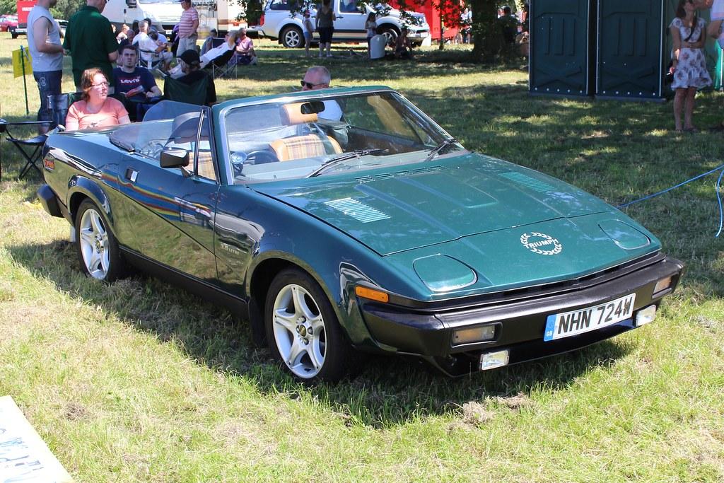 267 Triumph TR7 V8 Convertible (1981) NHN 724 W
