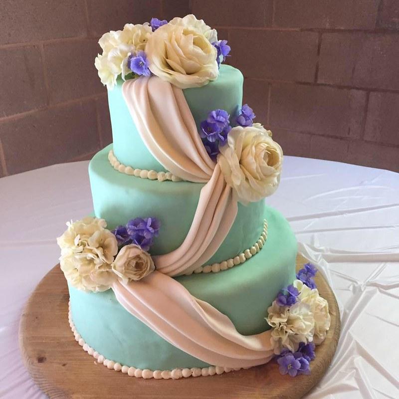 Cake by Peanut's Pastries