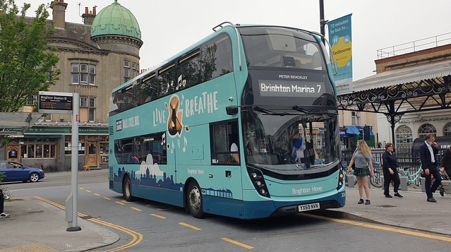 Brighton & Hove 304 (YX69 NVN) Brighton 10/6/21