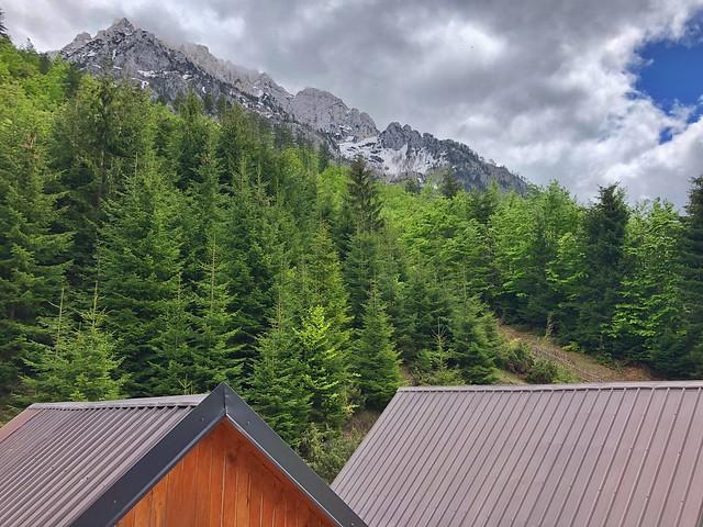 Cabañas en los Alpes albaneses
