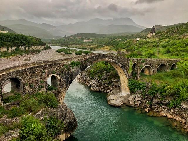 Puente de Mes (Albania) - Curiosidades sobre Albania